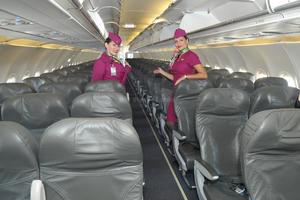 Las azafatas presentaron el interior del avión.