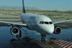 El vuelo 698 de Volaris llegó de Guadalajara.
