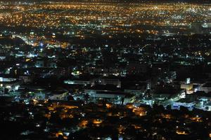 Algunos puntos representativos de la ciudad aparon sus luces.