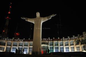 """El Cristo de las Noas quedó sin iluminación durante la """"Hora del Planeta""""."""