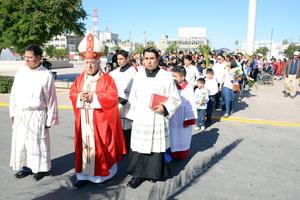 Dio inicio la Semana Santa con la celebración del Domingo de Ramos con una procesión desde la Plaza Mayor hasta la catedral del Carmen.