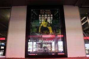 El autolavado ha hecho un homenaje a la serie al poner fotos de cada uno de los actores en sus paredes.