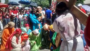 Con la participación de 40 actores y el apoyo de 300 jóvenes de la Pascua de la Catedral de Guadalupe, se llevó a cabo el Viacrucis de la Diócesis de Gómez Palacio.