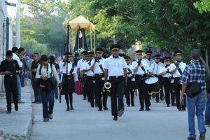 En la procesión participó también una banda de guerra.