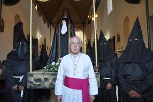 Con un mensaje del obispo José Guadalupe Galván, inició en punto de las seis de la tarde, el recorrido de Viernes Santo por las calles del municipio lagunero.
