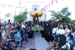 Más que una oración de luto por la muerte de Jesús, la Procesión del Silencio de Viesca, fue un motivo para que laguneros de diferentes municipios de Coahuila, visitaran el Pueblo Mágico.
