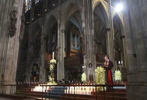 El cardenal de Colonia, Rainer Woelki, presidió la ceremonia en memoria de los fallecidos.