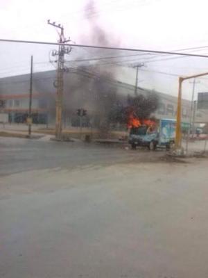 Se incendió un camión del transporte público de pasajeros abajo del Puente Broncos, una camioneta de la empresa Sabritas a la entrada de la colonia El Olmo, otra camioneta en la calle Reynosa de la colonia Carlos Cantú, mientras que en la zona de Vista Hermosa están dos autos incendiados.