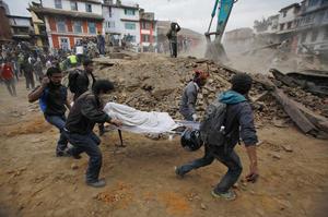 Cientos de cuerpos han sido rescatados de los escombros.