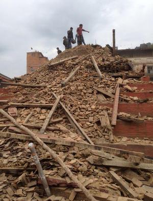 El terremoto tuvo su epicentro en un punto alrededor de 80 kilómetros al noroeste de Katmandú.
