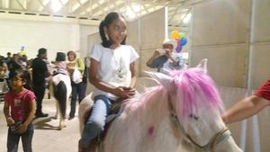 Los niños pudieron montar ponis.