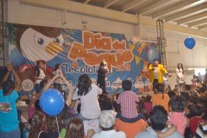 """Pero el público infantil de la Comarca Lagunera se ambientó más cuando el talentoso payaso """"Tommy"""" les dijo: ¡Al que aplauda más fuerte le voy a dar un regalo!."""