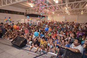 Cientos de niños y niñas acudieron acompañados de sus papás desde las diez de la mañana para celebrar por adelantado el Día del Niño.