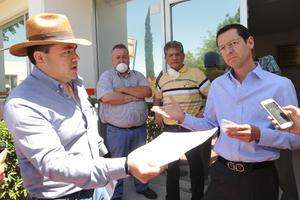 Alrededor del mediodía, Nino Rodríguez les exigió retirarse de las instalaciones tan pronto terminaran el inventario y les reclamó que no presentaran una orden judicial.