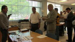 Representantes del Simas entregaron al gerente de Ecoagua, Nino Rodríguez, una notificación de la designación de personal para la entrega-recepción de la planta.