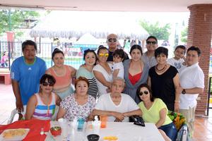 CUMPLEAÑOS 85 DE DON MANUEL PINTO RIOS  Festejando con su familia