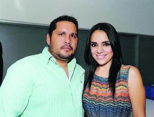 EN PAREJA.  Juan y Liliana.