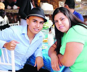 PRESENTES EN BAUTIZO.  Diego y Selene.