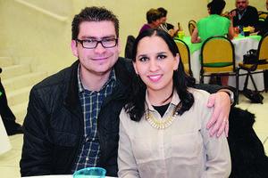EN UN CUMPLEAñOS.  Arturo y Marce.