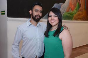 DISFRUTAN CONCIERTO.  Gerardo y Stephanie.