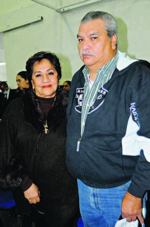 EN PAREJA.  María del Rosario y Gerardo.
