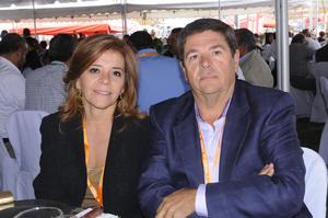 ASISTEN A FESTEJO.  Cecilia y Miguel.