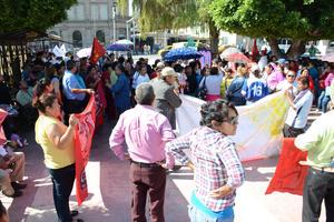 La marcha finalizó con una plática sobre los derechos laborales.