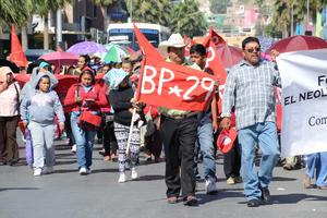 El contingente caminó por la Hidalgo, rumbo a la Plaza de Armas.