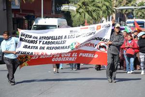 La primera movilización partió de la Alameda Zaragoza poco después de las 9 de la mañana, encabezada por el Grupo Popular 29 de Junio.