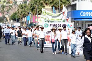 Fueron dos marchas las que recorrieron las calles del Centro de Torreón.