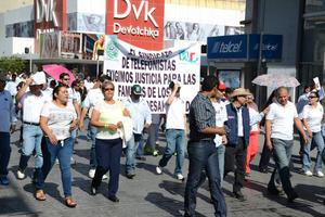 La manifestación se dio durante las marchas que se desarrollaron en Torreón, como parte de la conmemoración del Día del Trabajo,