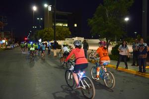 El Rodatón cero consiste en pedalear en bicicleta alrededor de la Plaza Mayor durante 24 horas.