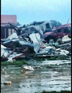 A través de su cuenta de twitter, Rubén Moreira, gobernador de Coahuila, confirmó la noticia del citado tornado en Ciudad Acuña.