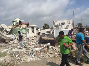 Hay reportes de personas desaparecidas entre los escombros.