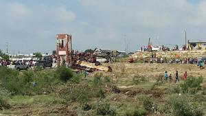 Autobuses también fueron alcanzados por el tornado.