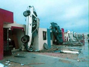 Un fuerte tornado azotó Ciudad Acuña dejando graves daños.