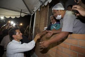 El presidente garantizó el apoyo del gobierno federal a los afectados por el tornado en Ciudad Acuña, Coahuila, a fin de que las labores de reconstrucción y restablecimiento de servicios concluyan lo más pronto posible.