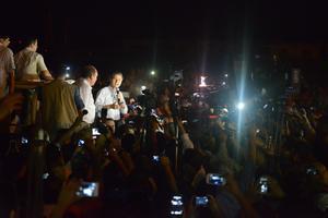 Por la noche, Enrique Peña Nieto también realizó un recorrido por la zona.