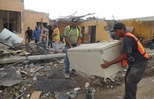 Se ha empezado a retirar los escombros de las viviendas.