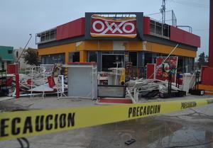 Diversas tiendas presentaron graves daños.