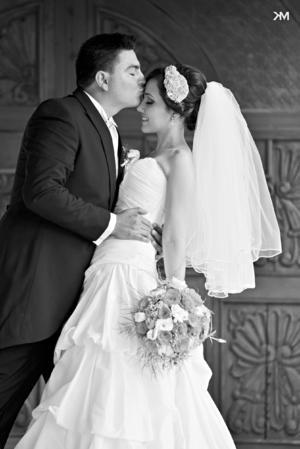 Paola Carolina y José María en fotografía de estudio el día de su boda.- KM Estudio