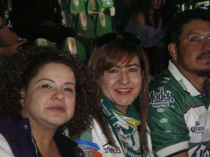 Vero, Sonia y Luis Manuel Cazares.