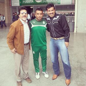 Samuel Leon y Victor Gonzalez con Denis Caniza.