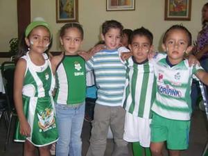 Caro, Victoria, Axel y Francisco.