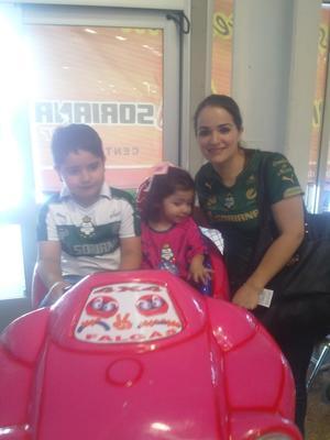 Angelito, Samantha y Karla.