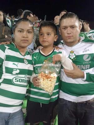 Ángel, Imelda y Ángel.