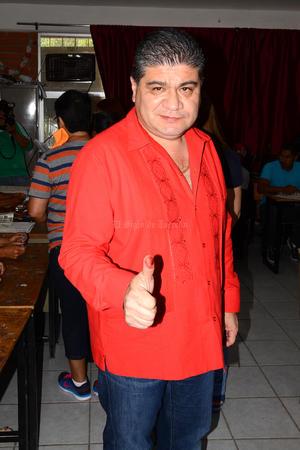 Miguel Riquelme acudió a votar a la casilla instalada en el Fraccionamiento Ana.