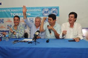 Jorge Zermeño Infante, candidato del PAN al distrito 06, fue recibido en las oficinas del partido con aplausos y porras.