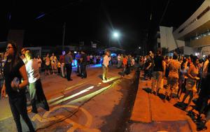 El PRI tuvo un desangelado festejo, que contó con música de banda y tacos de trompo a las afueras del Comité del Partido tricolor.