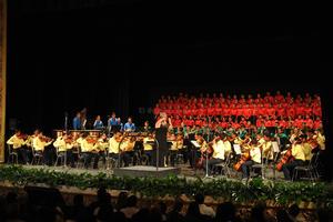 La orquesta infantil Esperanza Azteca de Torreón deleitó a los asistentes.
